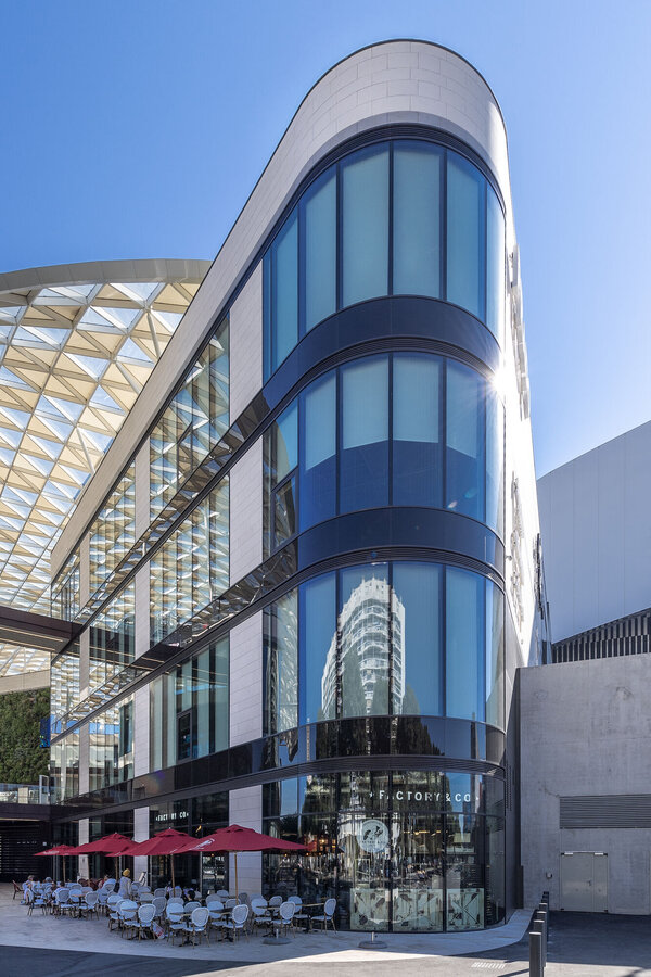 CW 50-SC Curtain Walls and CF 77 Sliding Systems - Shopping centre Le Prado located in Marseille, France